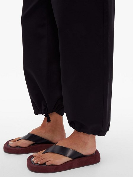 THE ROW ginza leather and suede flatform flip-flops in black burgundy