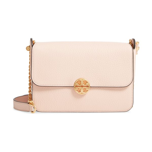 Tory Burch chelsea leather crossbody bag in pale apricot - Pebbled leather and a gleaming logo medallion make this...