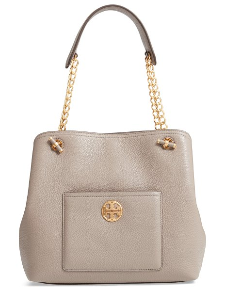 Tory Burch small chelsea leather tote in grey - Polished chain-link hardware accentuates the...