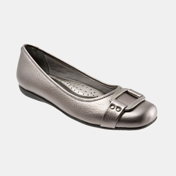 Trotters 'sizzle signature' flat in pewter metallic