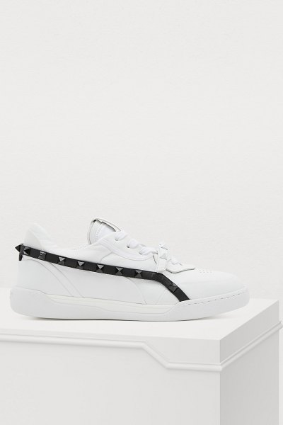 Valentino Low-top sneakers in bianco nero - Inspired by an urban and couture Rome, Valentino offers...