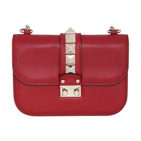 Valentino Small studded leather lock bag in valentino red - Height: 14cm Width: 20cm Depth: 6cm. Smooth leather ....
