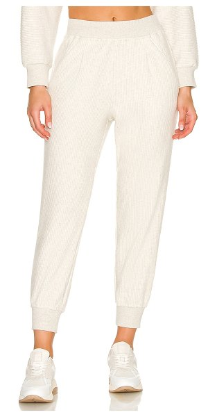 Varley chaucer jogger in ivory cloud