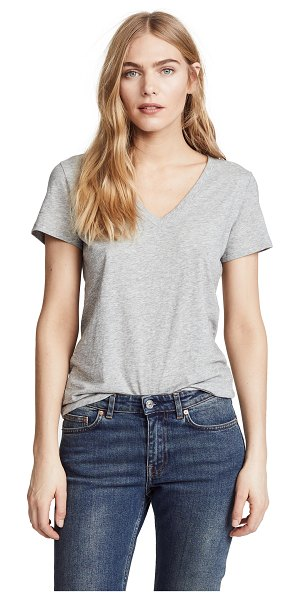Vince essential v neck tee in h. grey