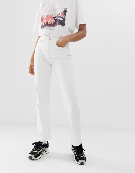 Weekday voyage mom jean in loved white in white