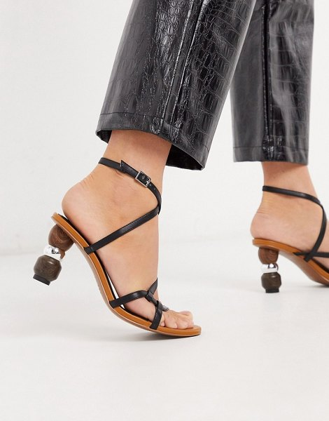 WHO WHAT WEAR ryleigh strappy sandals with heel interest in black in black