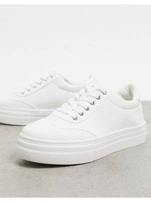 Accessorize flatform sneakers in white