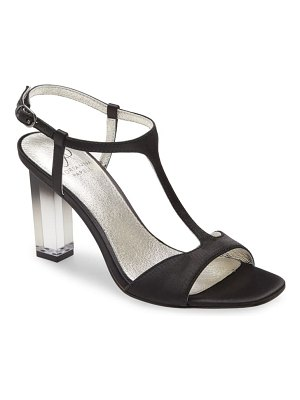 Adrianna Papell rosa t-strap sandal