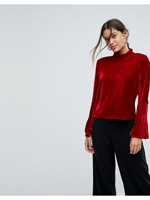Aeryne velvet top with pleated sleeves