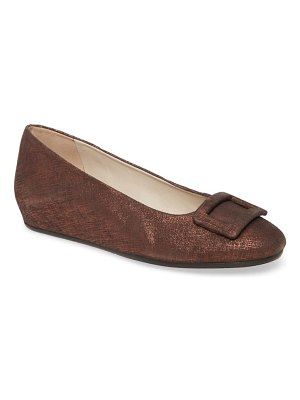 Amalfi by Rangoni vettore buckle hidden wedge skimmer