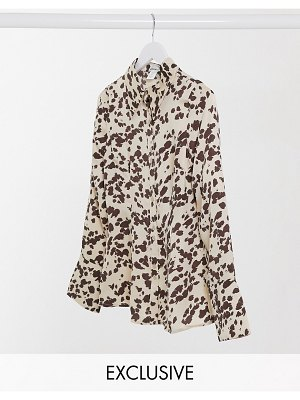 Annorlunda fitted sheer shirt in smudged cow print-cream
