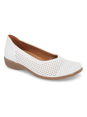 ara avril perforated flat