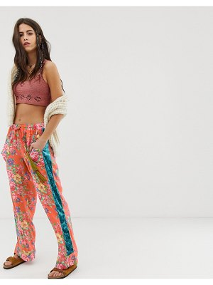 Aratta relaxed pants with contrast velvet side stripe in floral