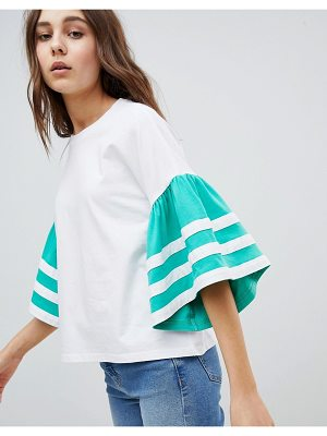 ASOS DESIGN t-shirt in boxy fit with contrast ruffle sleeve