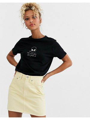 ASOS DESIGN t-shirt with glow alien print in organic cotton-black