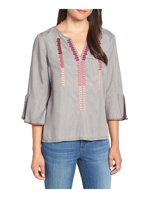 BILLY T ruffle sleeve embroidery top