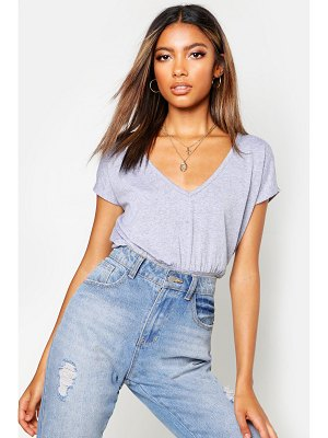 Boohoo Basic Fitted waist V Neck T-Shirt