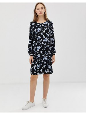 b.Young floral dress