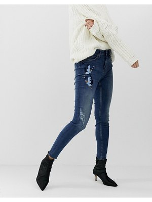 b.Young mom jeans with wearing