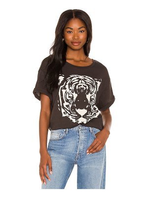 Chaser tiger rolled sleeve tee