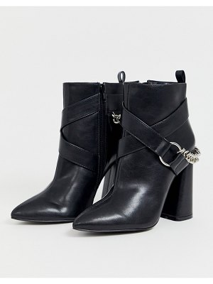 Co Wren pointed block heel boots with chain-black