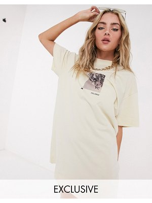 Collusion photographic print short sleeve t shirt dress in ecru-white