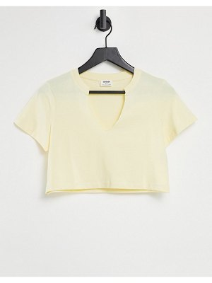 Cotton:On cotton: on v-notch tee in lemon-yellow