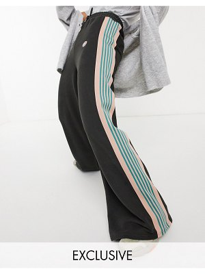 Damson Madder extreme relaxed pants in organic cotton with side stripe-green