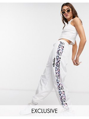 Ellesse oversized woven sweatpants with vintage print side panels two-piece-white