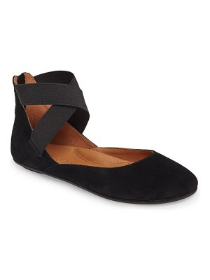 Gentle Souls by Kenneth Cole bay unique flat