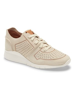 Gentle Souls by Kenneth Cole raina lite sneaker