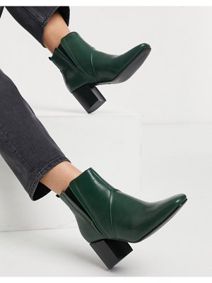 Glamorous heeled chelsea boots in forest green
