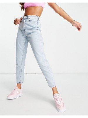 I Saw It First mom jeans in light blue wash-blues