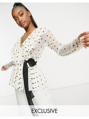 LACE & BEADS exclusive ruffle blouse with belt in cream polka dot