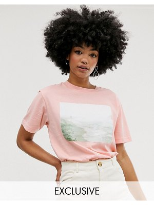 Monki t-shirt with landscape in pink