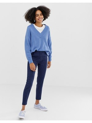 Monki tailored peg leg pants with houndstooth print in blue