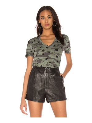 MONROW camo relaxed v neck with hearts tee