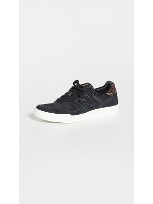 New Balance black lace up sneaker