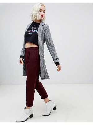 New Look pants with tapered leg in burgundy