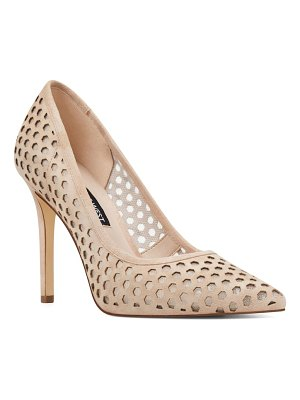 Nine West translate pointy toe pump