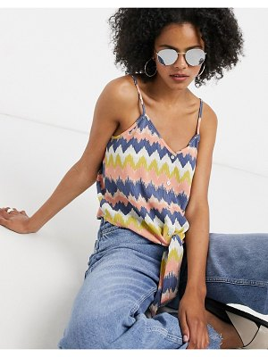 Only cami top with tie front in chevron print-white