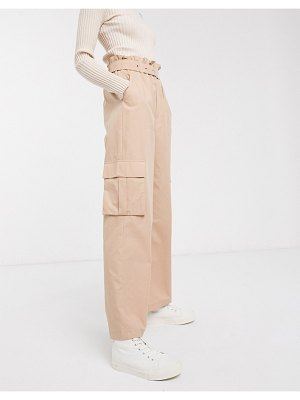 Only high waisted cargo pants with straight leg in tan