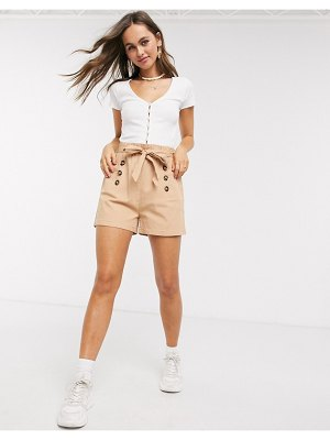 QED London paperbag waist twill shorts in camel-white