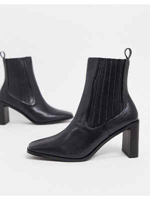Raid benita heeled chelsea boots in black