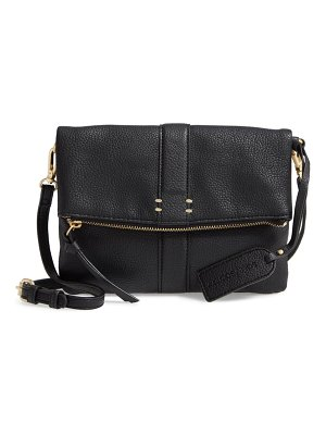 Sole Society kwaye faux leather foldover clutch