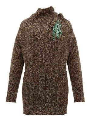 TOGA detachable-brooch ribbed wool-blend sweater