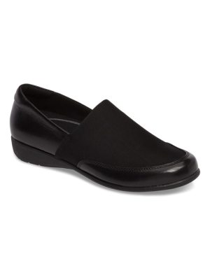 Aravon abbey slip-on