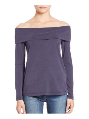 Black Sail Off-The-Shoulder Long Sleeve Tee