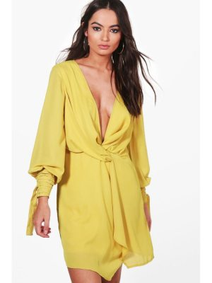 Boohoo Tia Twist Front Ruched Sleeves Shift Dress