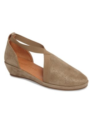 Gentle Souls by kenneth cole natalia wedge